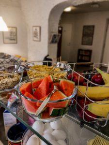 Aamiainen on saanut kesän mittaan pientä uudistusta. Mm. hedelmiä on lisätty.
